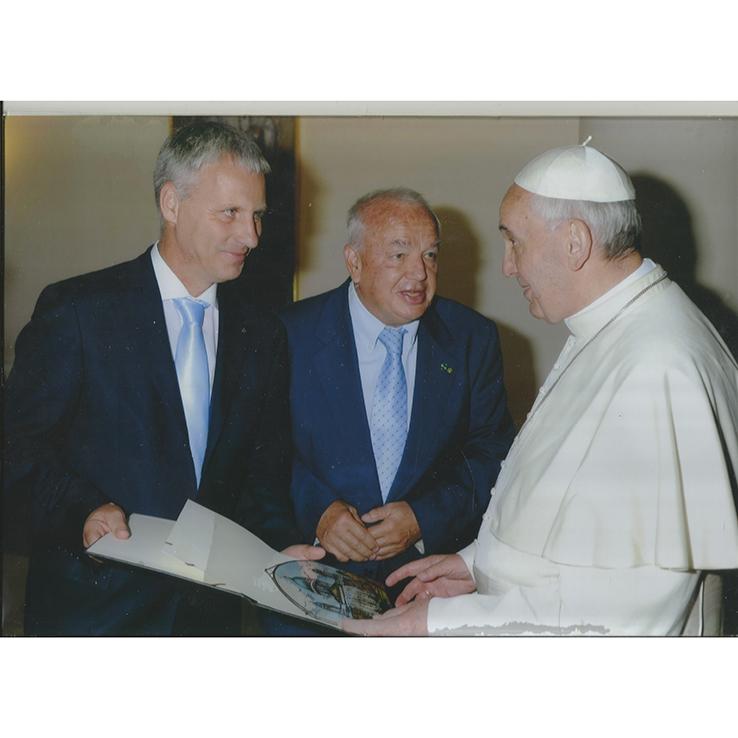 Unser Gemälde ist mit dem Papst übergeben